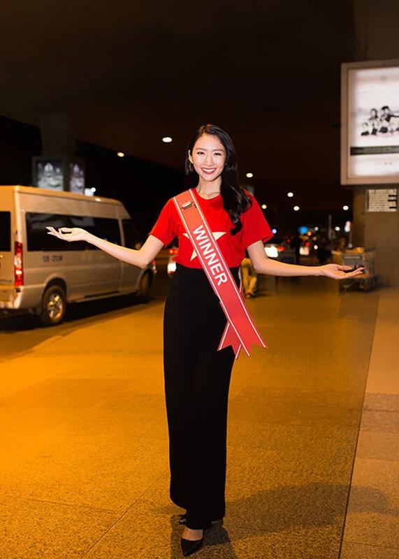 Thanh Khoa gian di ve nuoc sau dang quang Hoa hau Sinh vien The gioi 2019