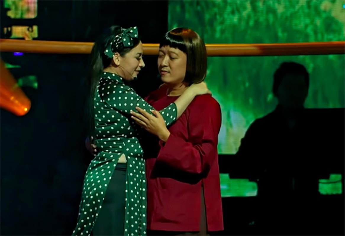 Truong Giang tai mat khi duoc Phi Nhung om hon truoc hang nghin khan gia-Hinh-2