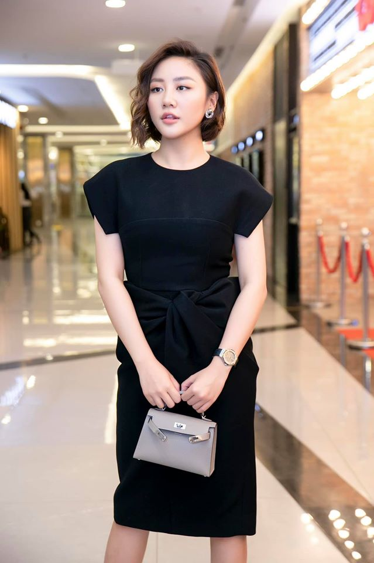 Ve goi cam cua Van Mai Huong dang duoc ca showbiz bao ve vu lo clip nong-Hinh-13