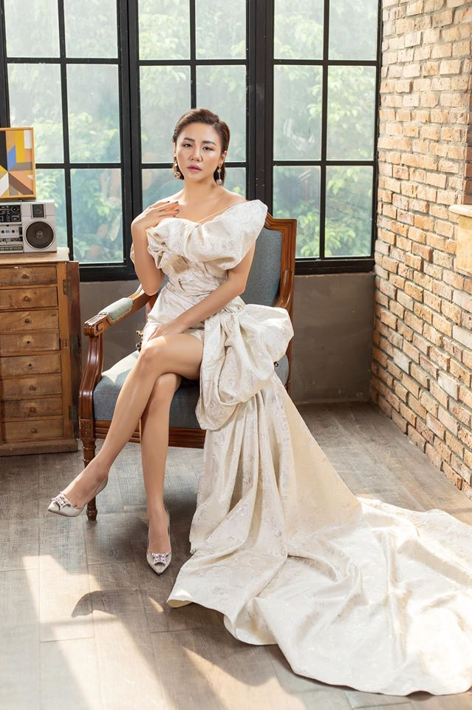Ve goi cam cua Van Mai Huong dang duoc ca showbiz bao ve vu lo clip nong-Hinh-5