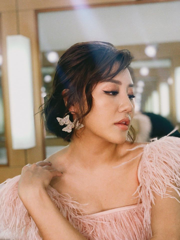 Ve goi cam cua Van Mai Huong dang duoc ca showbiz bao ve vu lo clip nong-Hinh-6