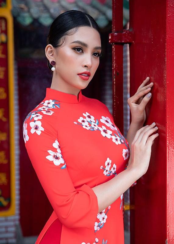 Hoa hau Tieu Vy dien ao dai don Tet dep me dam-Hinh-3