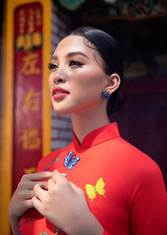 Hoa hau Tieu Vy dien ao dai don Tet dep me dam-Hinh-5