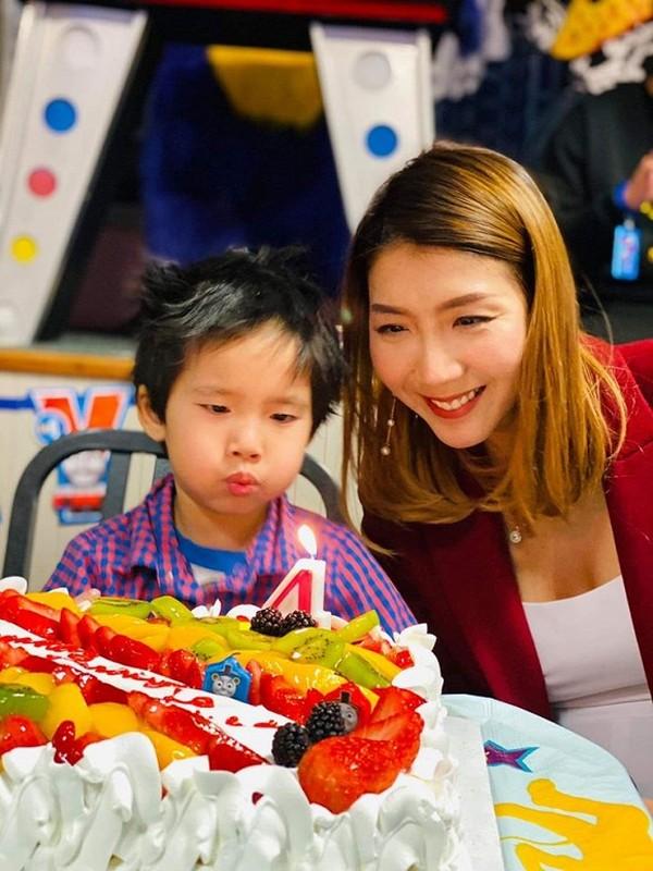Ngoc Quyen khoe anh sinh nhat con trai 4 tuoi, chong cu vang mat-Hinh-2