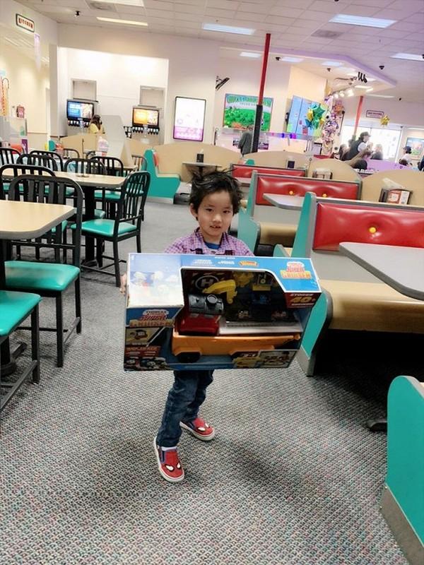 Ngoc Quyen khoe anh sinh nhat con trai 4 tuoi, chong cu vang mat-Hinh-9