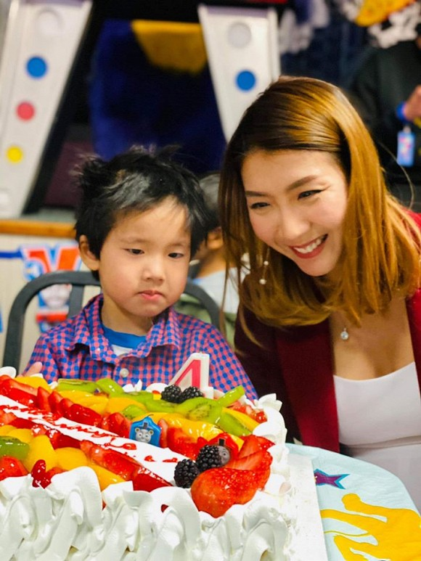 Ngoc Quyen khoe anh sinh nhat con trai 4 tuoi, chong cu vang mat