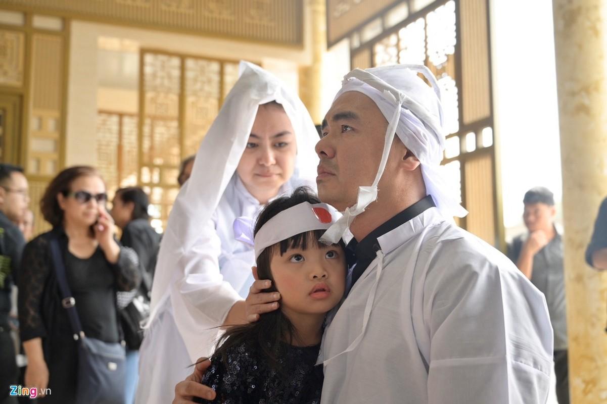 Con trai nghe si Chanh Tin ve muon, khoc oa truoc linh cuu cha-Hinh-11