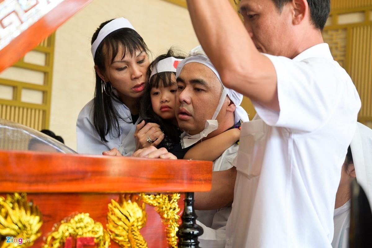 Con trai nghe si Chanh Tin ve muon, khoc oa truoc linh cuu cha-Hinh-12