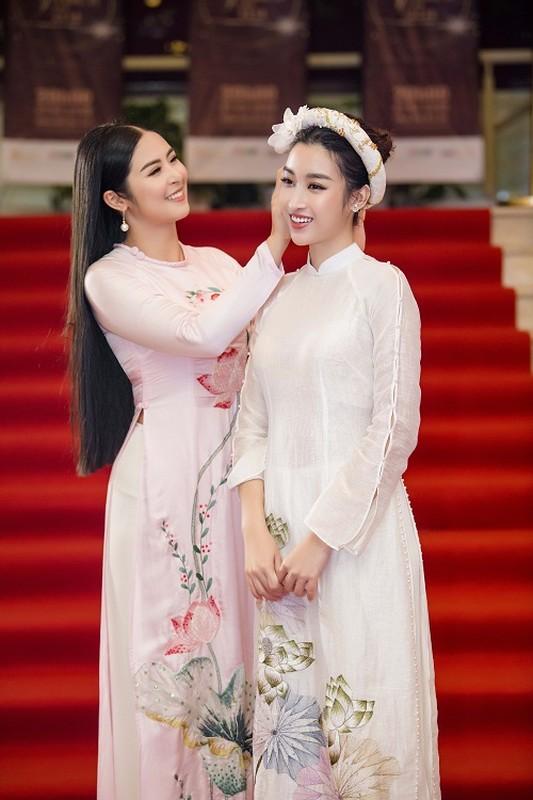 Hoa hau Do My Linh gap su co trang phuc duoc Ngoc Han cuu nguy-Hinh-2