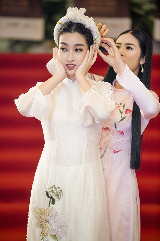 Hoa hau Do My Linh gap su co trang phuc duoc Ngoc Han cuu nguy-Hinh-3