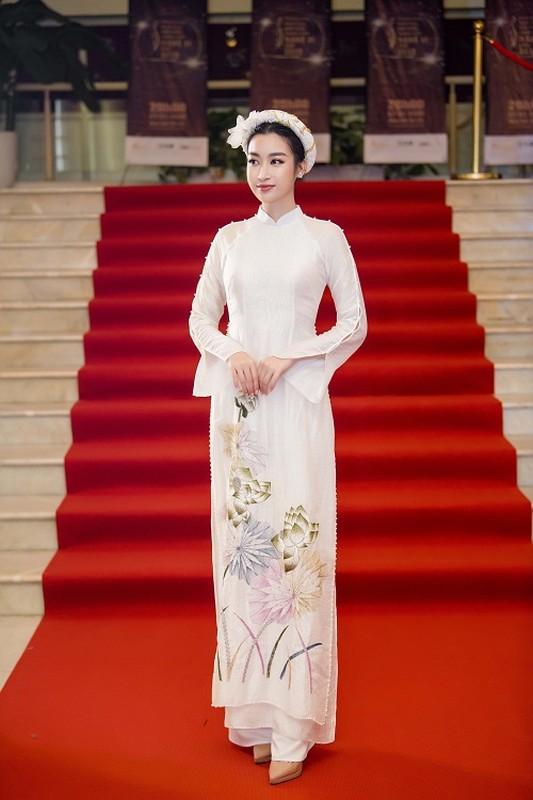 Hoa hau Do My Linh gap su co trang phuc duoc Ngoc Han cuu nguy-Hinh-4