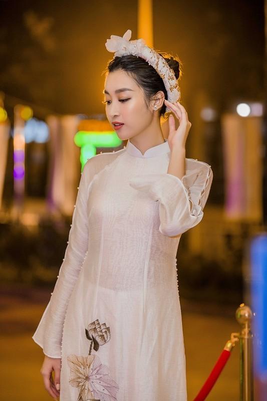 Hoa hau Do My Linh gap su co trang phuc duoc Ngoc Han cuu nguy-Hinh-5