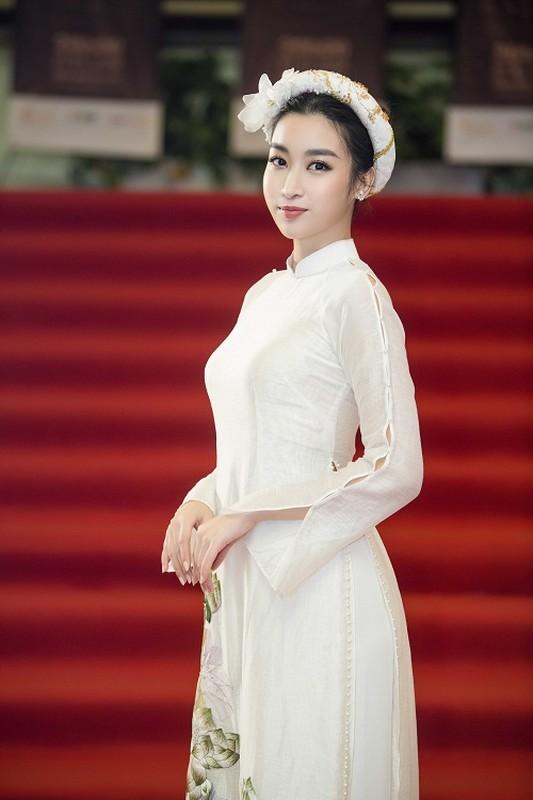 Hoa hau Do My Linh gap su co trang phuc duoc Ngoc Han cuu nguy-Hinh-7
