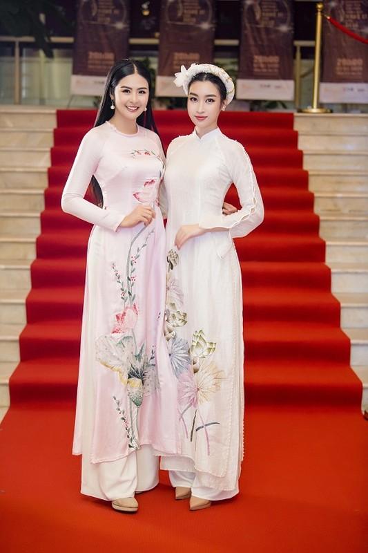 Hoa hau Do My Linh gap su co trang phuc duoc Ngoc Han cuu nguy
