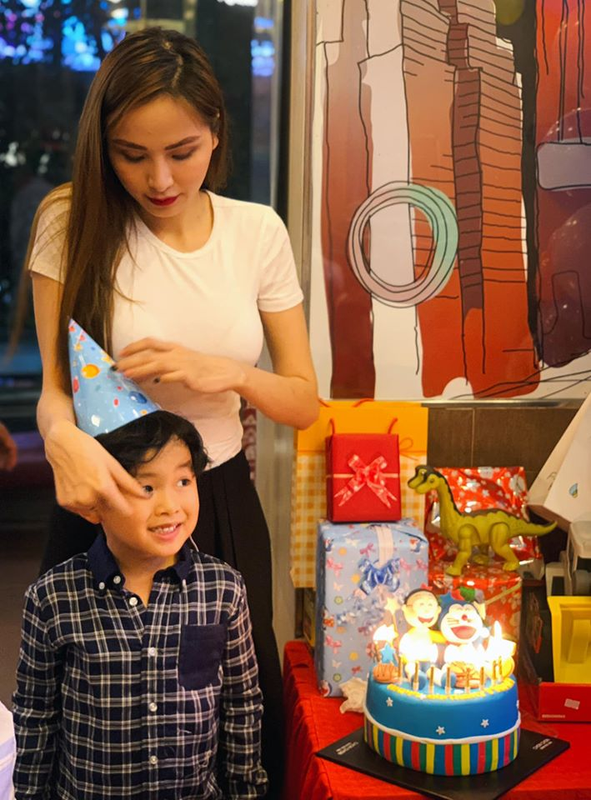Diem Huong to chuc sinh nhat cho con trai, vang mat chong giua nghi van ly hon-Hinh-2