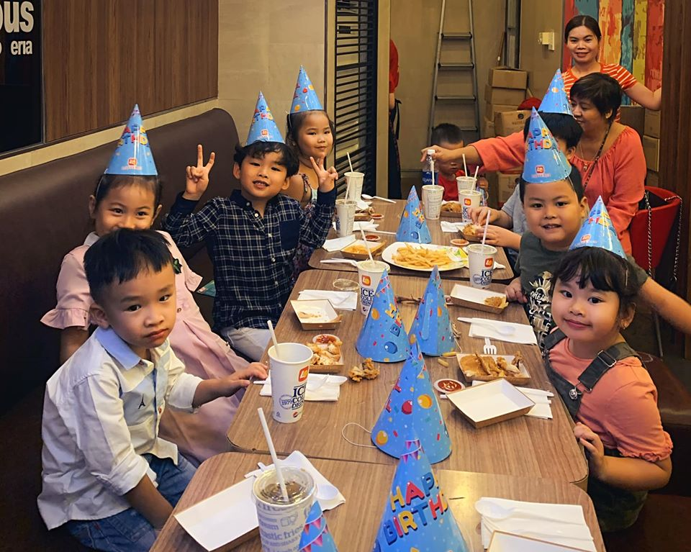 Diem Huong to chuc sinh nhat cho con trai, vang mat chong giua nghi van ly hon-Hinh-6