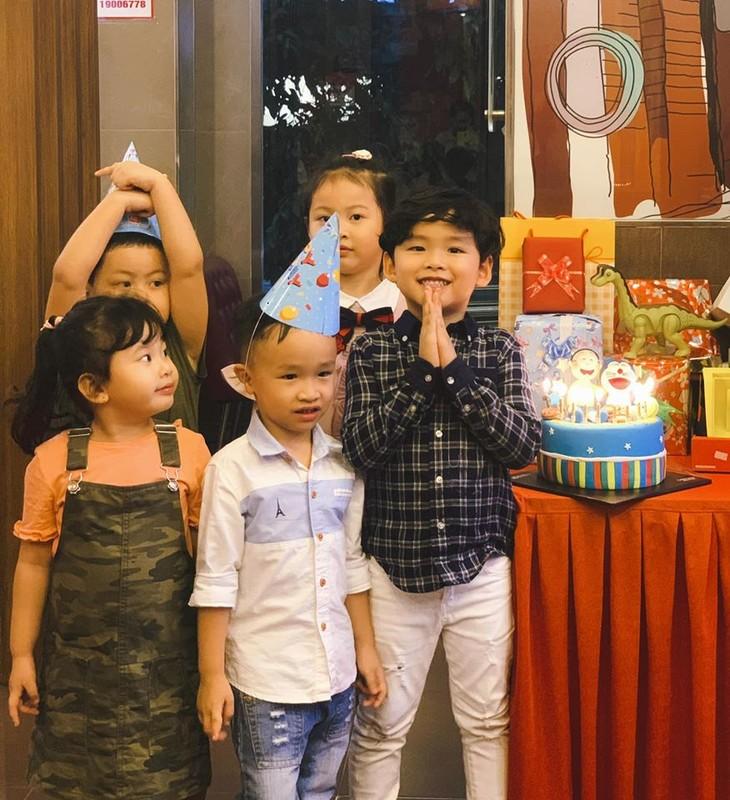 Diem Huong to chuc sinh nhat cho con trai, vang mat chong giua nghi van ly hon-Hinh-8