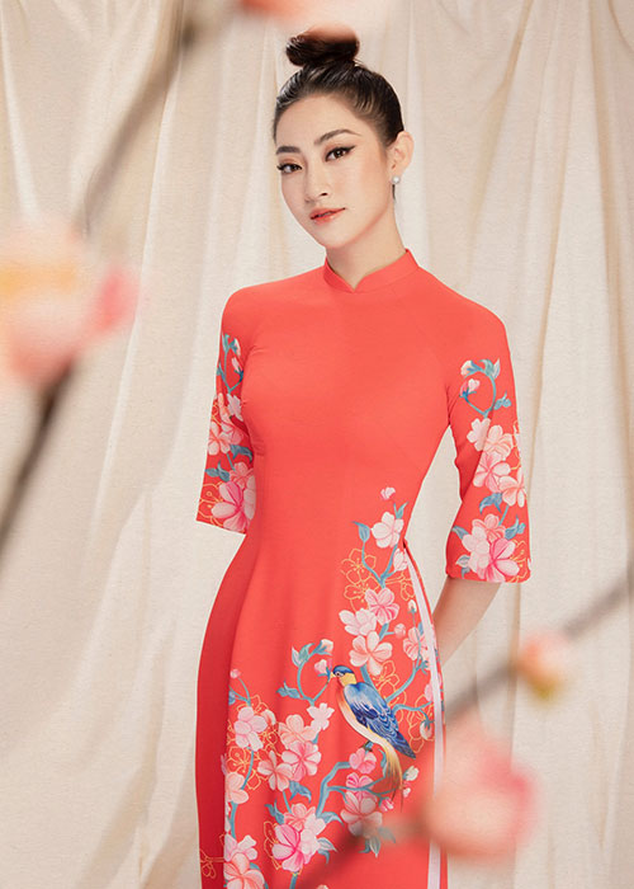 "Hoa hau Luong Thuy Linh dien ao dai ""ninh dang"", xuan sac rang ngoi"