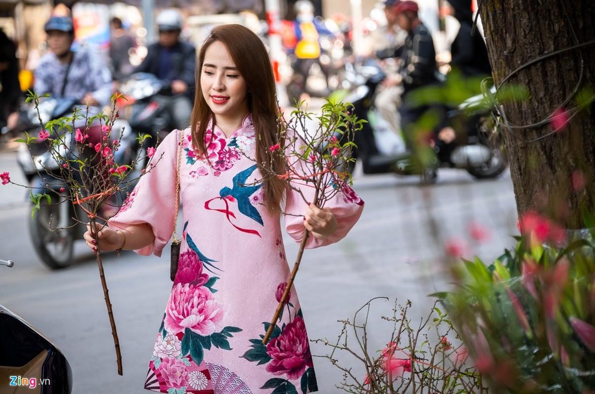 Dien vien Quynh Nga di cho sam le cung ong Cong ong Tao-Hinh-2