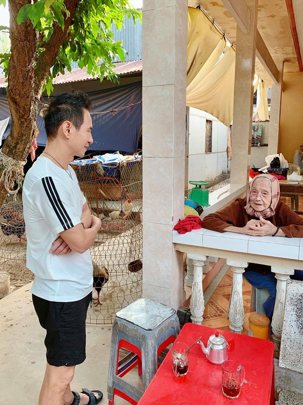 Vo chong Ly Hai - Minh Ha dua 4 con cuc yeu ve que ngay giap Tet-Hinh-9