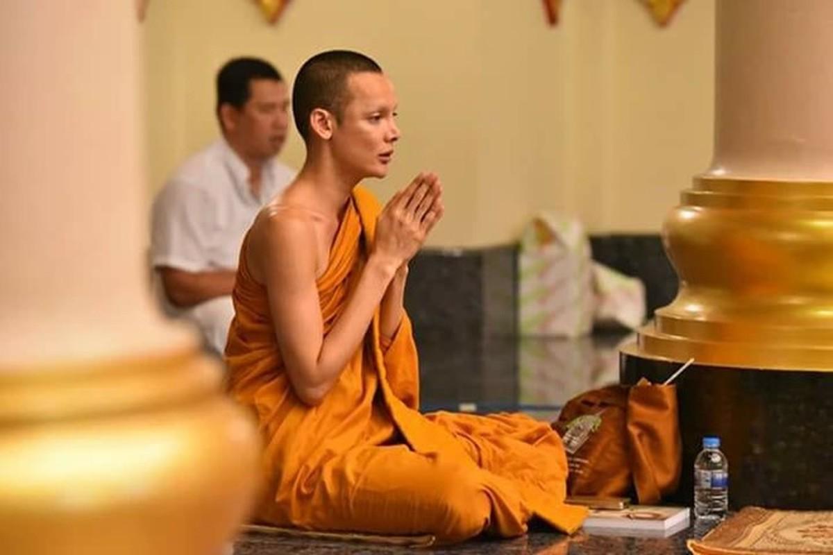Dien mao moi cua Hoa hau chuyen gioi Thai Lan phau thuat tro lai lam dan ong-Hinh-9