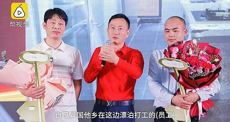 "Cong ty ""choi lon"", nhan vien xuat sac nhan xe sang, nha dep cuoi nam-Hinh-6"