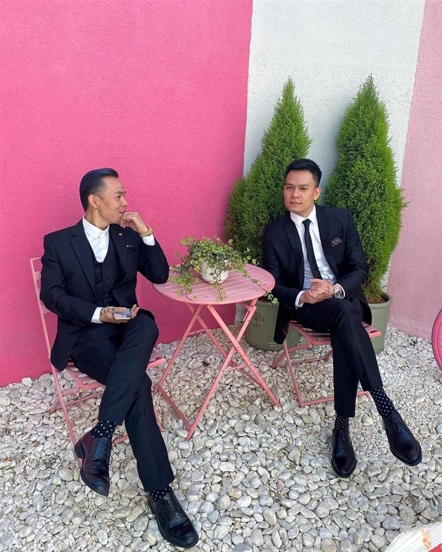 Dam cuoi Toc Tien nhung Binz moi gay chu y boi ham rang kim cuong tien ty-Hinh-2