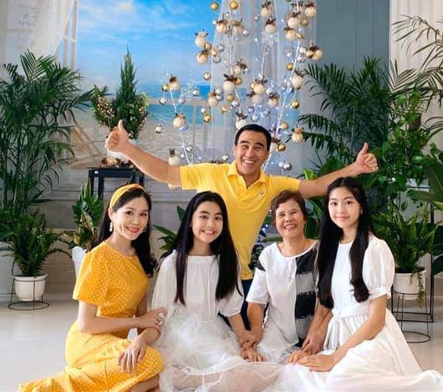 Con gai xinh nhu hoa hau, nhieu tai le cua MC Quyen Linh