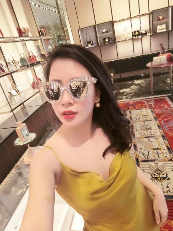 Nhan sac xinh dep cua vo MC Thanh Trung tung la tiep vien hang khong-Hinh-14