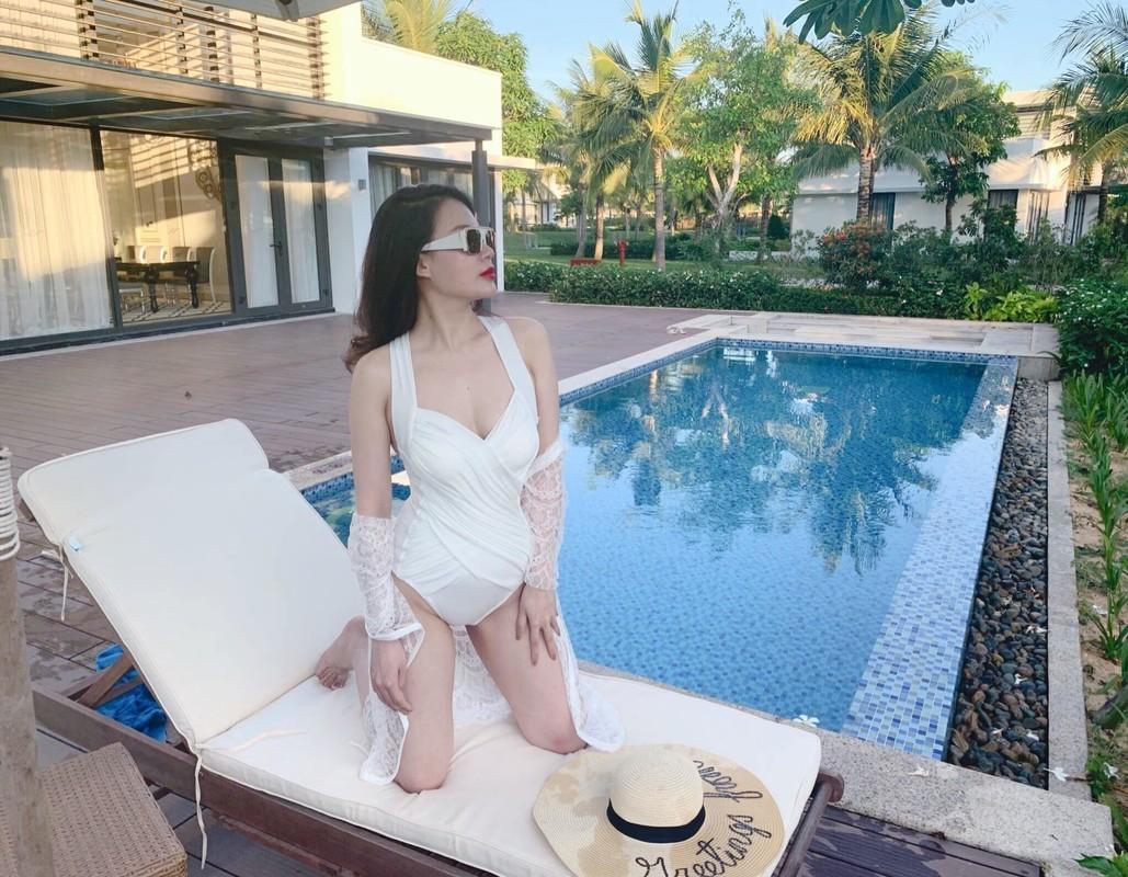 Nhan sac xinh dep cua vo MC Thanh Trung tung la tiep vien hang khong-Hinh-15