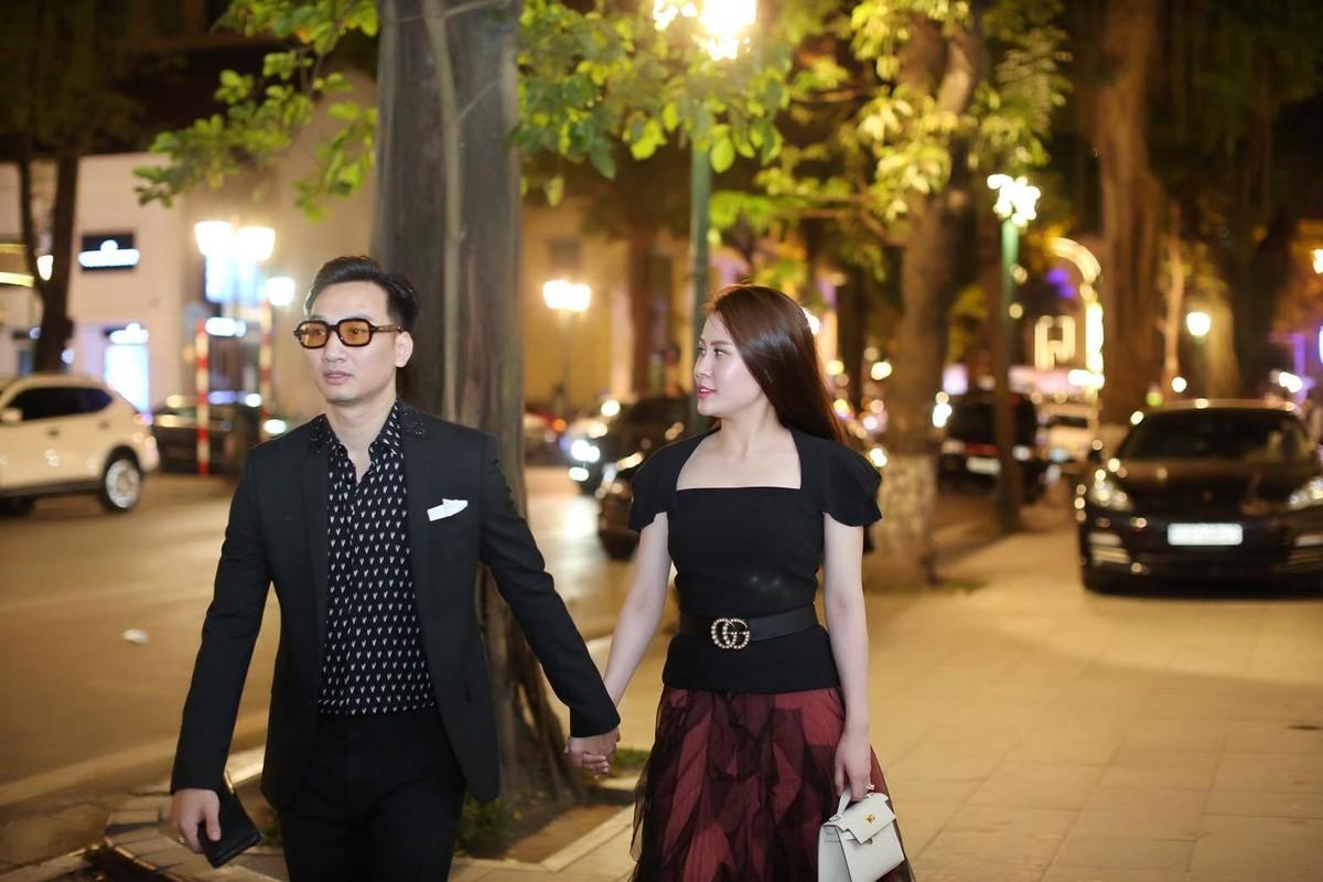 Nhan sac xinh dep cua vo MC Thanh Trung tung la tiep vien hang khong-Hinh-2