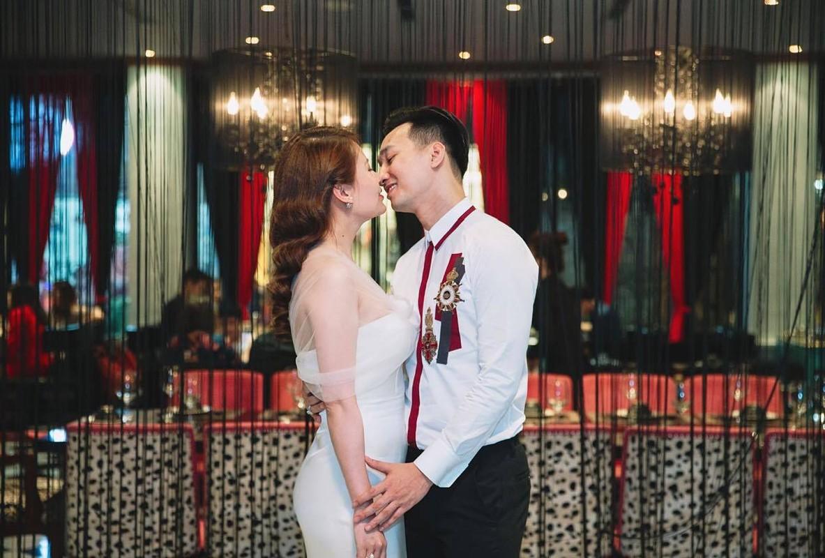 Nhan sac xinh dep cua vo MC Thanh Trung tung la tiep vien hang khong-Hinh-3