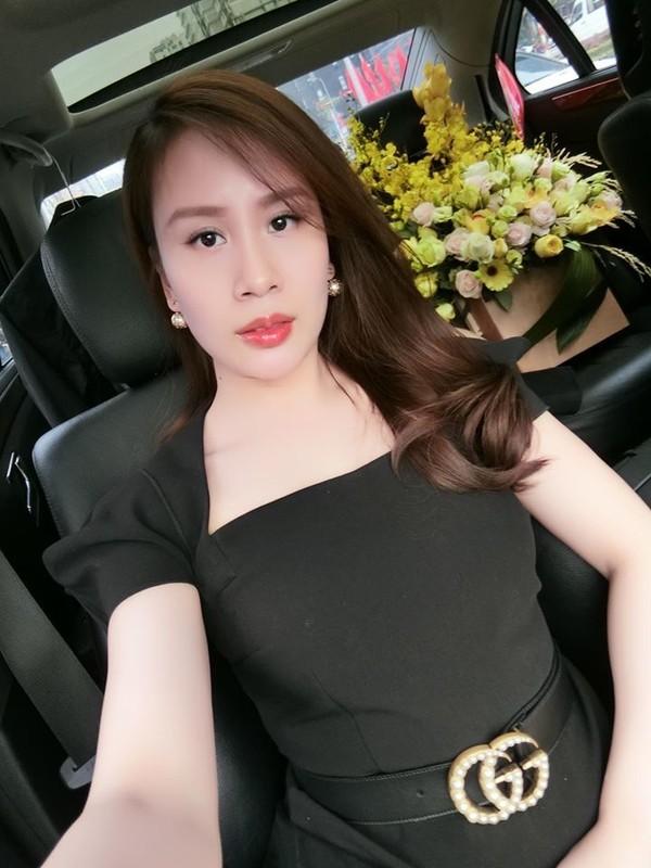 Nhan sac xinh dep cua vo MC Thanh Trung tung la tiep vien hang khong-Hinh-4