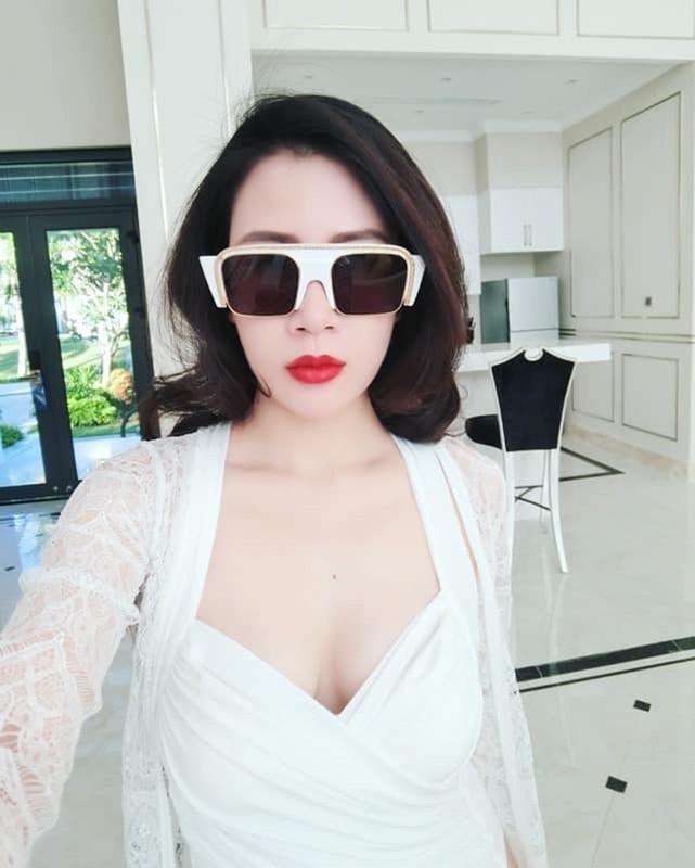 Nhan sac xinh dep cua vo MC Thanh Trung tung la tiep vien hang khong-Hinh-9