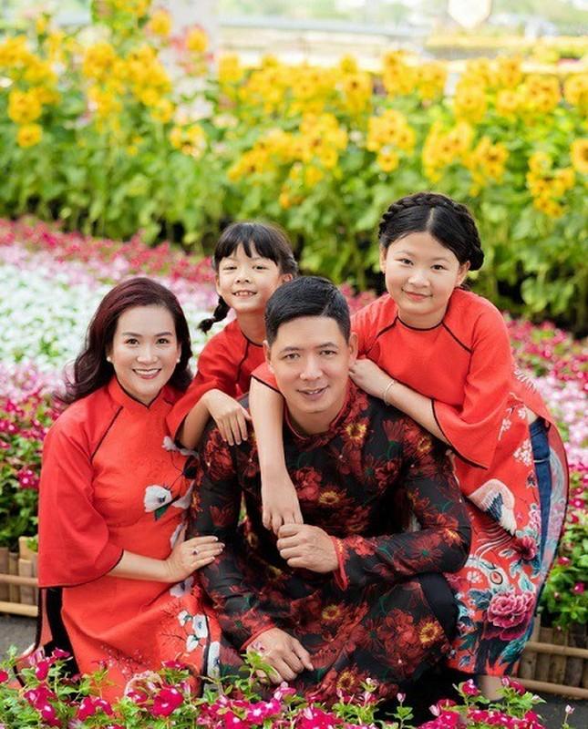 Con gai sieu mau Binh Minh chan dai, duoc khen xinh nhu