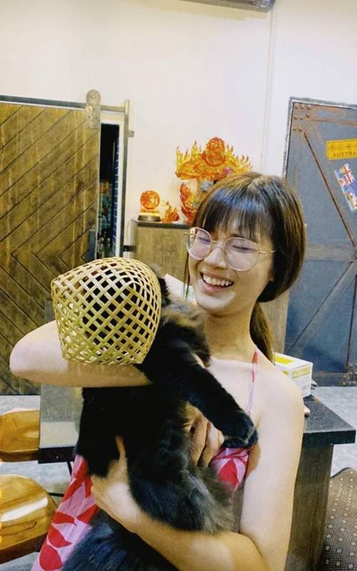 Lo dien chong sap cuoi cua A hau Thuy Van: Rat tre trung, dien trai-Hinh-10