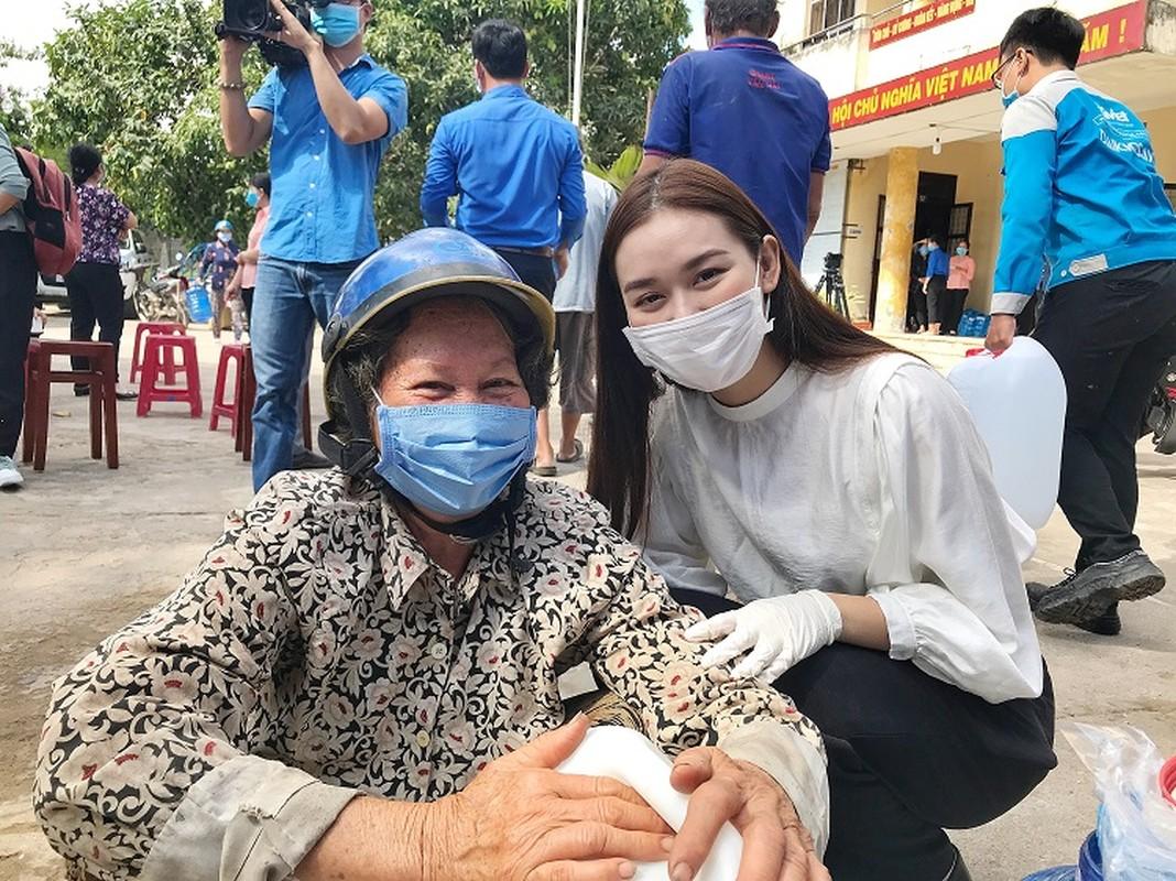 A hau Tuong San trao he thong loc nuoc 350 trieu cho dan mien Tay-Hinh-2