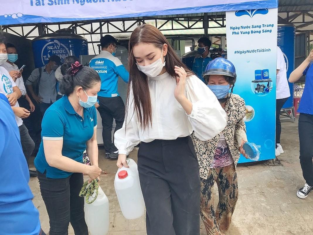 A hau Tuong San trao he thong loc nuoc 350 trieu cho dan mien Tay-Hinh-4