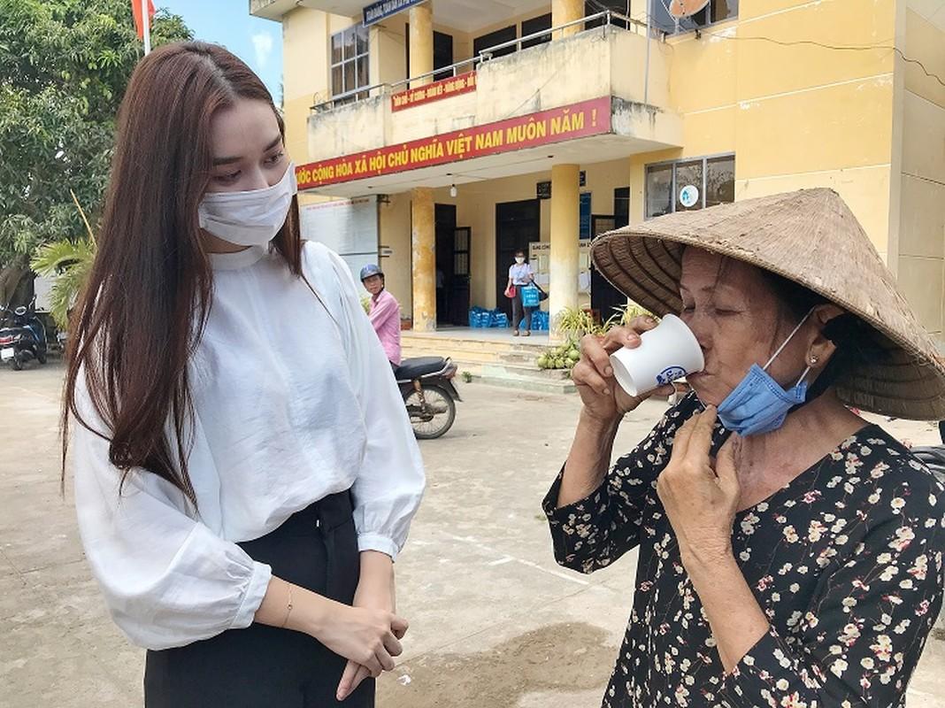 A hau Tuong San trao he thong loc nuoc 350 trieu cho dan mien Tay-Hinh-5