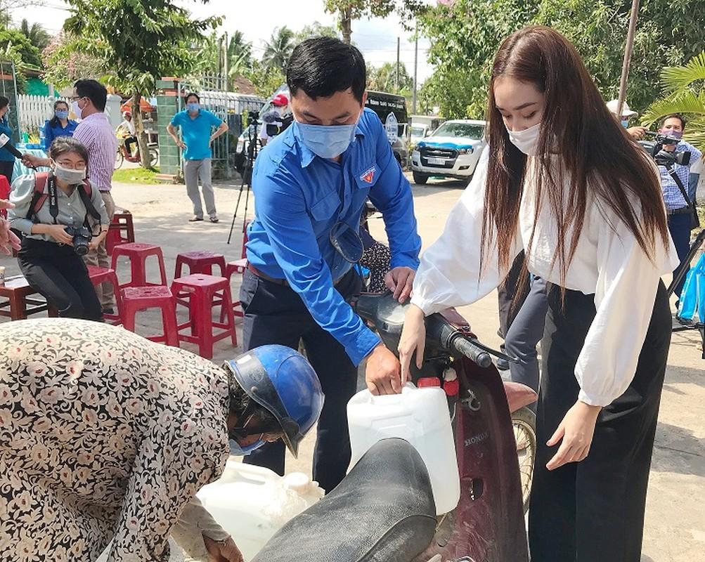 A hau Tuong San trao he thong loc nuoc 350 trieu cho dan mien Tay-Hinh-6