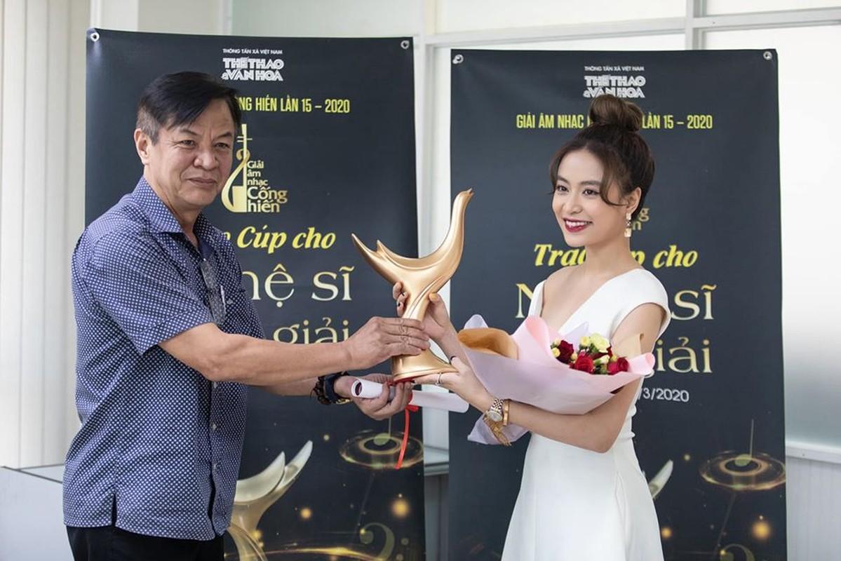 Hoang Thuy Linh thang lon, doat 4 giai Am nhac Cong hien lan thu 15-Hinh-7