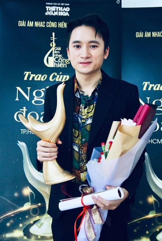 Hoang Thuy Linh thang lon, doat 4 giai Am nhac Cong hien lan thu 15-Hinh-9