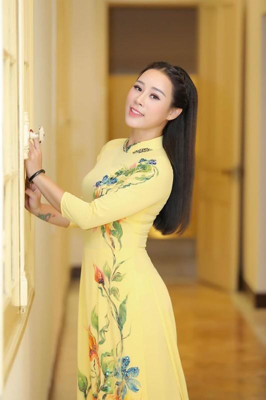 Nhan sac xinh dep vo kem 18 tuoi, nhieu tai le cua ca si Viet Hoan-Hinh-12