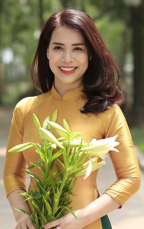 "Loat anh Chi Trung ""tinh het nac"" ben ban gai kem 17 tuoi vua xinh lai gioi-Hinh-9"