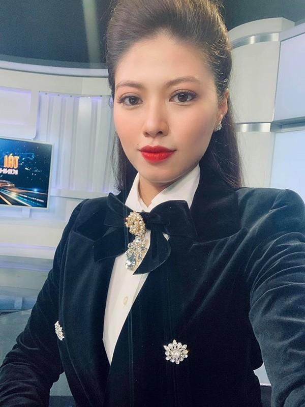 BTV Ngoc Trinh xung danh my nhan xinh dep, sanh dieu nhat nhi VTV-Hinh-2