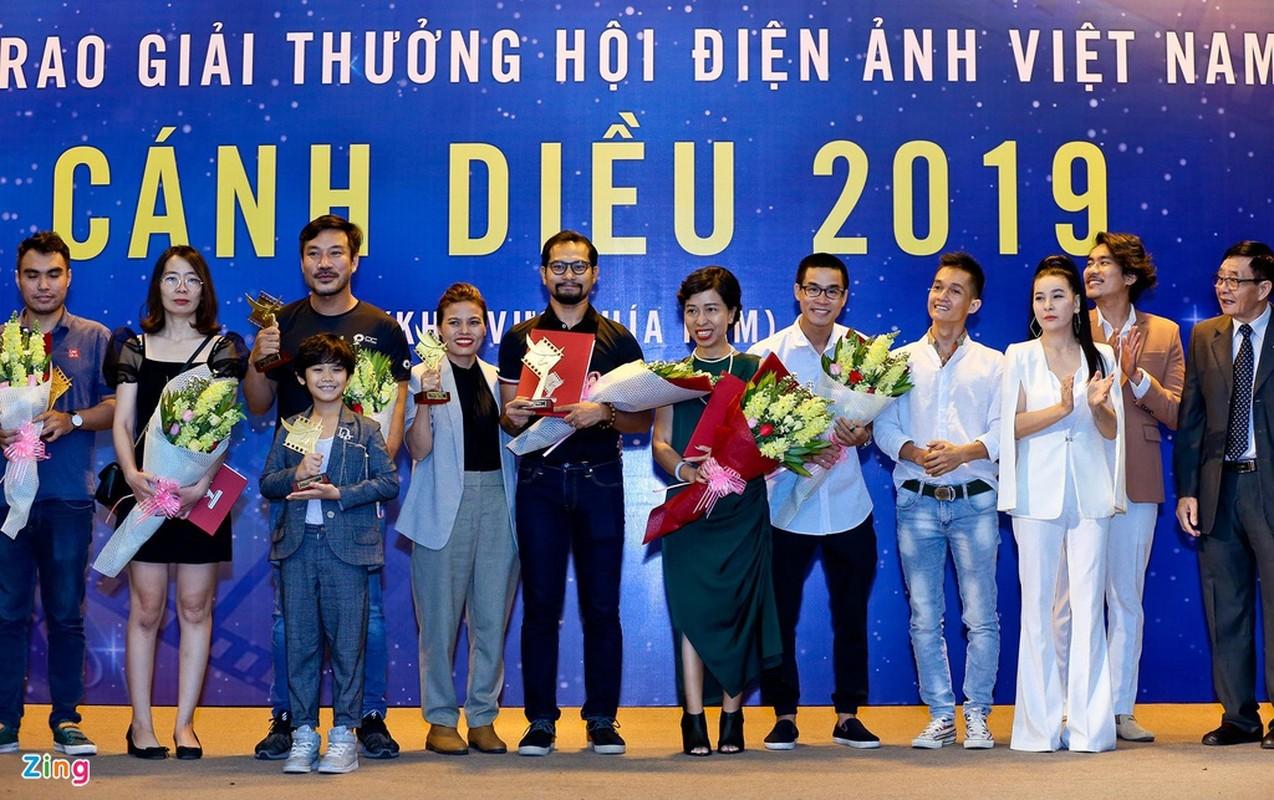 Cat Phuong hanh phuc khi nhan giai Canh dieu cung Kieu Minh Tuan-Hinh-2