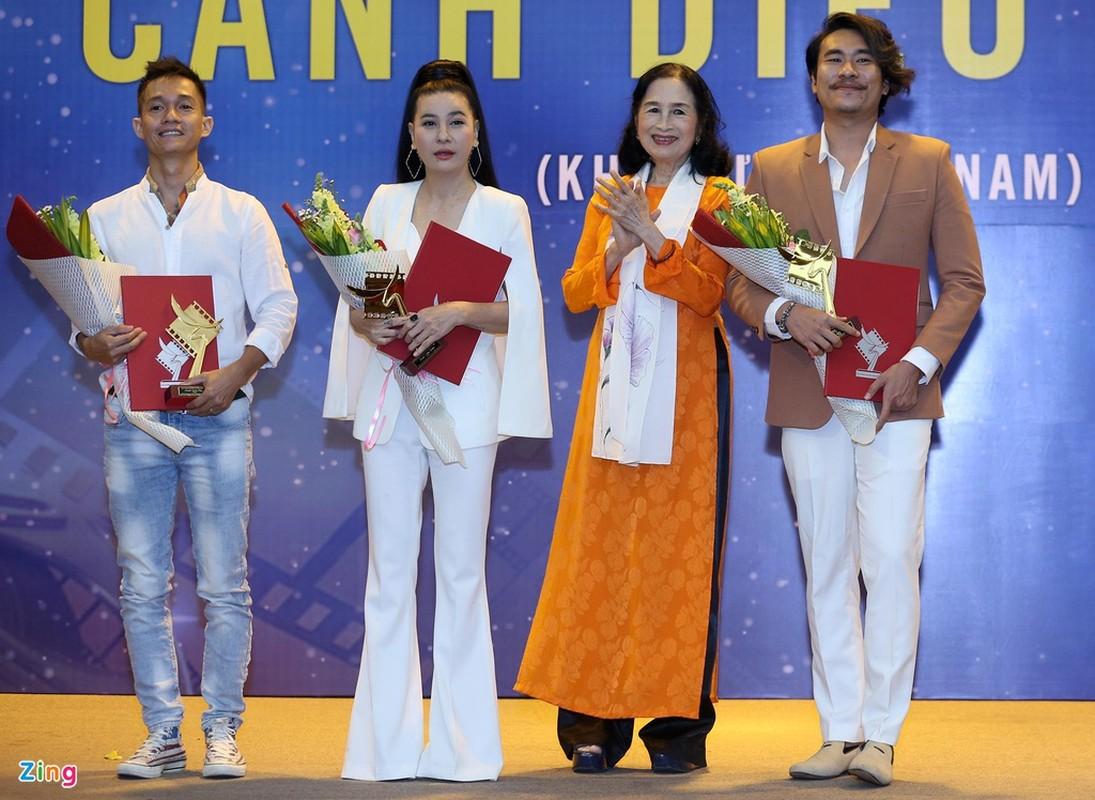 Cat Phuong hanh phuc khi nhan giai Canh dieu cung Kieu Minh Tuan-Hinh-3