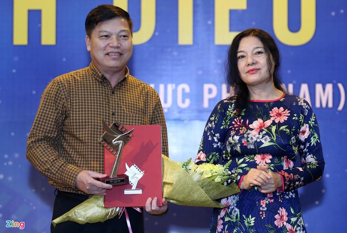Cat Phuong hanh phuc khi nhan giai Canh dieu cung Kieu Minh Tuan