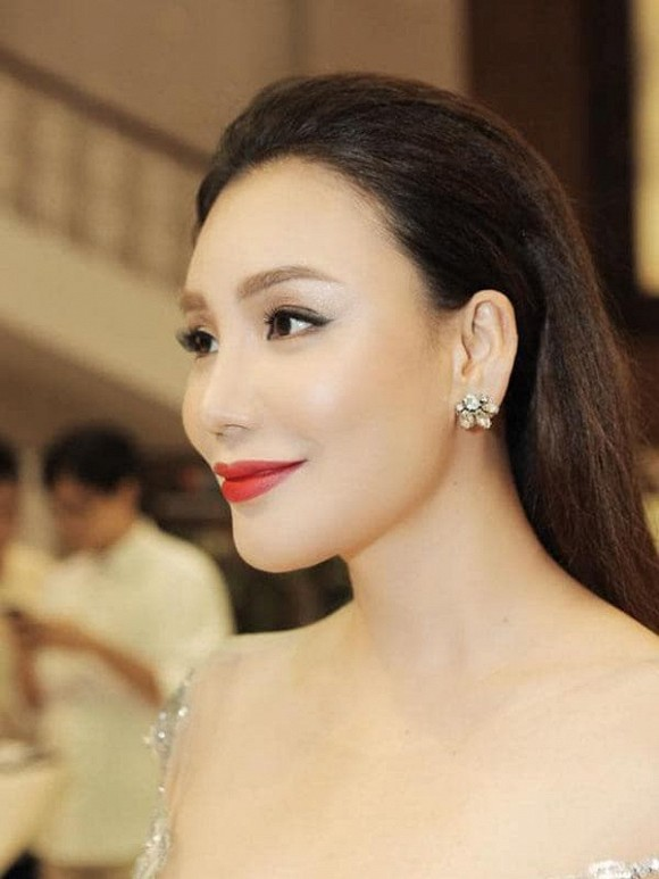 Ho Quynh Huong: Tu ngoi sao hang A den doanh nhan doc than