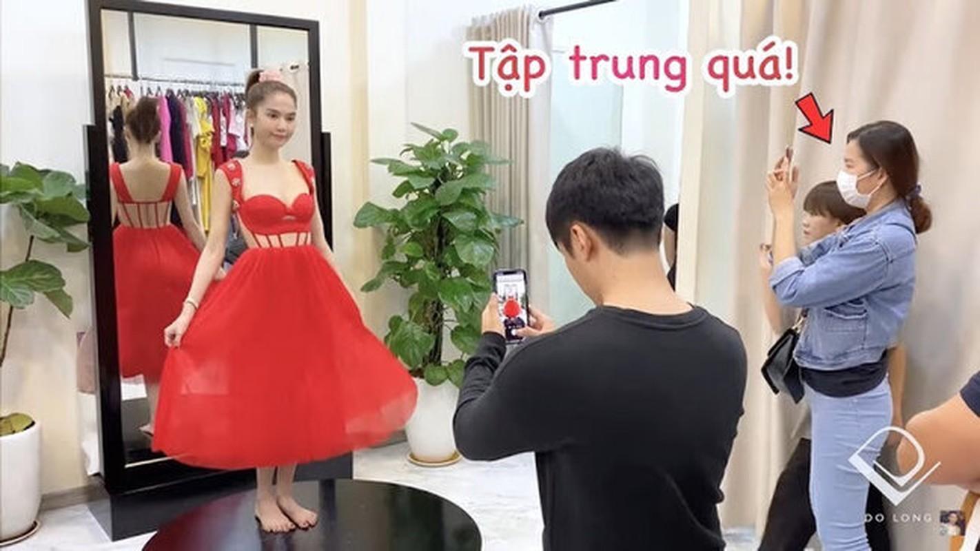 Ngoc Trinh di thu do khong mac noi y, bi nhac van phot lo-Hinh-6